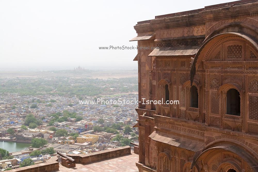 India, Rajasthan, Jodhpur, Mehrangarh fort overlooking the city