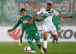 20.10.2016, Weststadion, Wien, AUT, UEFA EL, SK Rapid Wien vs US Sassuolo Calcio, Gruppe F, im Bild Matej Jelic (SK Rapid Wien) und Gregoire Defrei (US Sassuolo Calcio) // during a UEFA Europa League group F match between SK Rapid Vienna and US Sassuolo Calcio at the Weststadion, Vienna, Austria on 2016/10/20. EXPA Pictures © 2016, PhotoCredit: EXPA/ Thomas Haumer