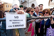 2013/04/18 Roma, proteste in piazza Montecitorio contro la mancata candidatura di Stefano Rodota' a presidente della Repubblica. Nella foto un manifestante.<br /> Rome, protests and demo in Piazza Montecitorio against the non-candidacy of Stefano Rodota ' for president . In the picture a protester holds a note reading ' no deadly embrace with the alligator (Caimano, nickname of Silvio Berlusconi) - &copy; PIERPAOLO SCAVUZZO