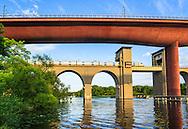 Årstabroarna järnvägsbroarna över Årstaviken i Stockholm.
