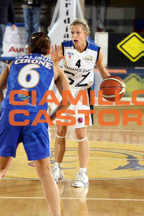 DESCRIZIONE : Taranto Coppa Italia Femminile 2006-07 Finale Germano Zama Faenza Phard Napoli <br /> GIOCATORE : Eric <br /> SQUADRA : Germano Zama Faenza <br /> EVENTO : Coppa Italia Femminile 2006-2007 <br /> GARA : Germano Zama Faenza Phard Napoli <br /> DATA : 15/02/2007 <br /> CATEGORIA : Palleggio <br /> SPORT : Pallacanestro <br /> AUTORE : Agenzia Ciamillo-Castoria/G.Ciamillo