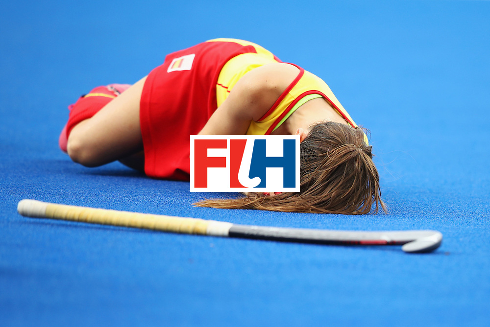 RIO DE JANEIRO, BRAZIL - AUGUST 10:  Carlota Petchame of Spain is injured during the Women's Pool A Match between Spain and New Zealand on Day 5 of the Rio 2016 Olympic Games at the Olympic Hockey Centre on August 10, 2016 in Rio de Janeiro, Brazil.  (Photo by Mark Kolbe/Getty Images)