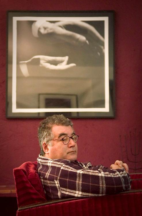 Celebrated writer Pedro Paixão Cliente: DNA