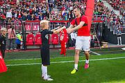 ALKMAAR - 26-06-2016, eerste training AZ, AFAS Stadion, AZ speler Mats Seuntjens krijgt het nieuwe shirt.