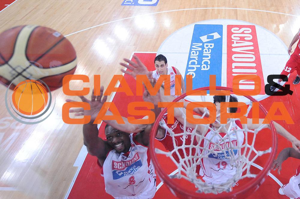 DESCRIZIONE : Pesaro Lega A 2012-13 Scavolini Banca Marche Pesaro Trenkwalder Reggio Emilia<br /> GIOCATORE : Antwain Barbour<br /> CATEGORIA : special rimbalzo<br /> SQUADRA : Scavolini Banca Marche Pesaro<br /> EVENTO : Campionato Lega A 2012-2013 <br /> GARA : Scavolini Banca Marche Pesaro Trenkwalder Reggio Emilia<br /> DATA : 03/03/2013<br /> SPORT : Pallacanestro <br /> AUTORE : Agenzia Ciamillo-Castoria/M.Marchi<br /> Galleria : Lega Basket A 2012-2013  <br /> Fotonotizia : Pesaro Lega A 2012-13 Scavolini Banca Marche Pesaro Trenkwalder Reggio Emilia <br /> Predefinita :