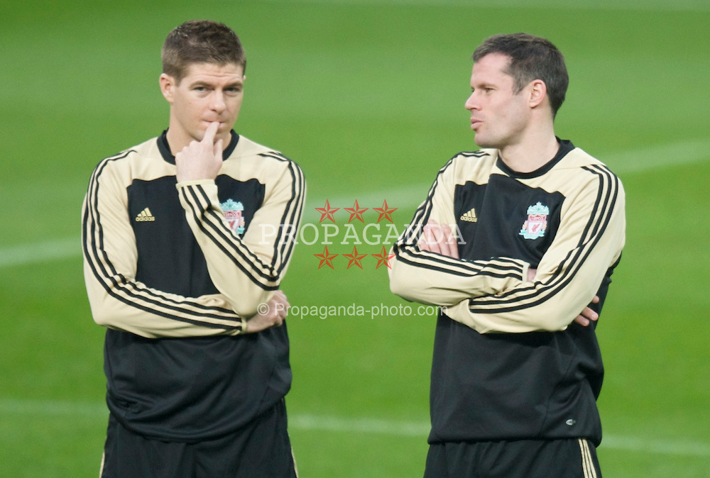 MADRID, SPAIN - Tuesday, February 24, 2009: Liverpool's captain Steven Gerrard MBE and Jamie Carragher during training at the Santiago Bernabeu ahead of the UEFA Champions League First Knock-Out Round against Real Madrid. (Photo by David Rawcliffe/Propaganda)