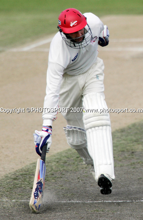 Canterbury's Chris Harris makes his ground during the State Championship Cricket Final between Northern Districts and Canterbury at Seddon Park, Hamilton, New Zealand on Sunday 25 March 2007. Photo: Hagen Hopkins/PHOTOSPORT<br />