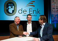 BUSSUM - NVG / NGF/ PGA congres 2018. The drive to happiness. Contractondertekening met De Enk.   recht Dirk-Jan Vink. COPYRIGHT KOEN SUYK