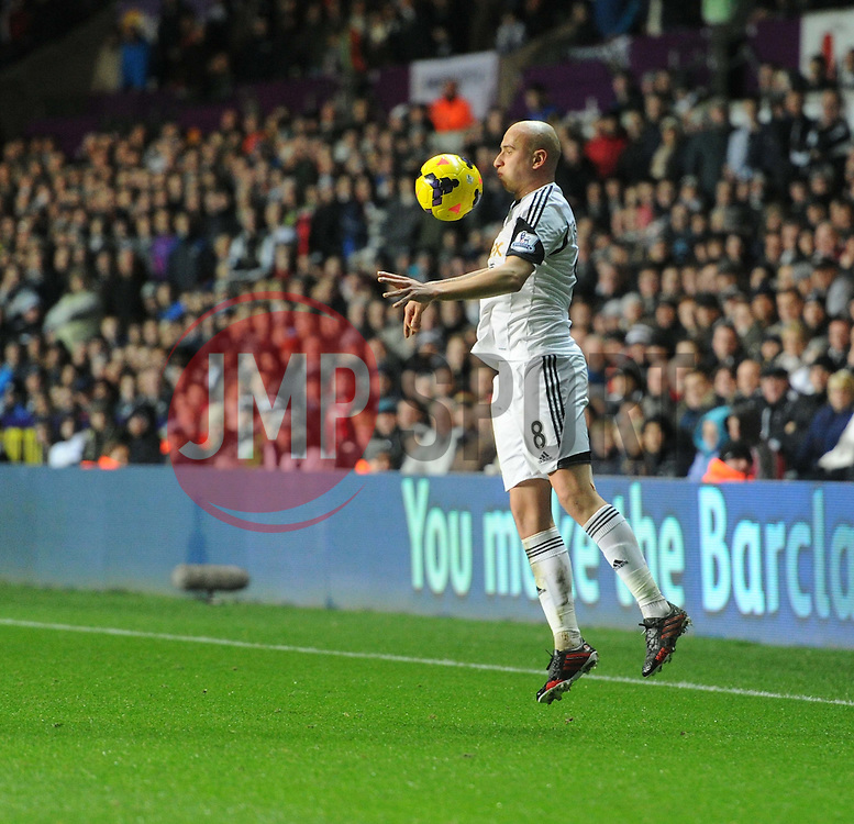 Swansea City's Jonjo Shelvey controls the ball. - Photo mandatory by-line: Alex James/JMP - Tel: Mobile: 07966 386802 28/01/2014 - SPORT - FOOTBALL - Liberty Stadium - Swansea - Swansea City v Fulham - Barclays Premier League
