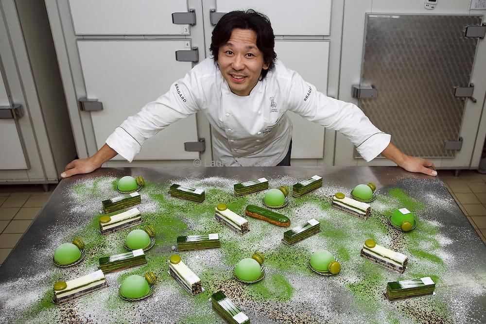 Sadaharu Aoki, chef patissier japonais dans ses ateliers a Malakoff, le 9 novembre 2011.