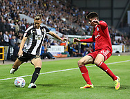 Jorge Grant (left) of Notts County and Liam Nolan of Accrington Stanley during the Sky Bet League 2 match at Meadow Lane, Nottingham<br /> Picture by James Wilson/Focus Images Ltd 07522 978714‬‬<br /> 25/08/2017