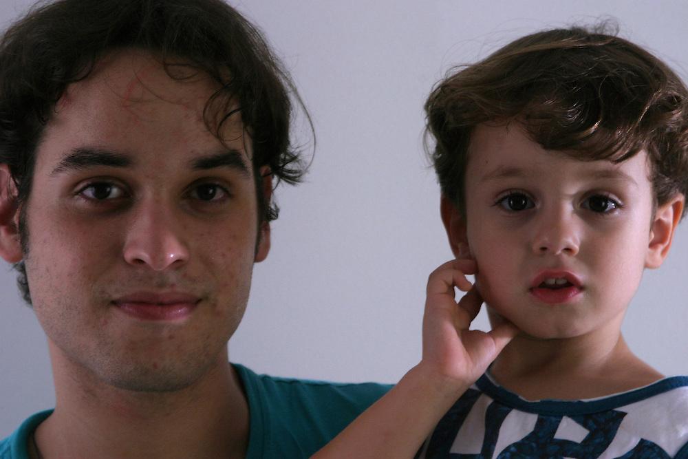 Belo Horizonte_MG, Brasil...Retrato de pai e filho...A father and son portrait...Foto: BRUNO MAGALHAES / NITRO