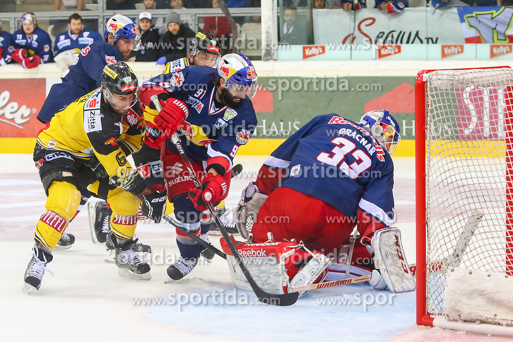 10.04.2015, Albert Schultz Eishalle, Wien, AUT, EBEL, UPC Vienna Capitals vs EC Red Bull Salzburg, Finale, 2. Spiel, im Bild Rafael Rotter (Capitals), Dominique Heinrich (Salzburg), Luka Gracnar (Salzburg) // during the Erste Bank Icehockey League 2nd final match between UPC Vienna Capitals and EC Red Bull Salzburg at the Albert Schultz Ice Arena, Vienna, Austria on 2015/04/10. EXPA Pictures © 2015, PhotoCredit: EXPA/ Sebastian Pucher