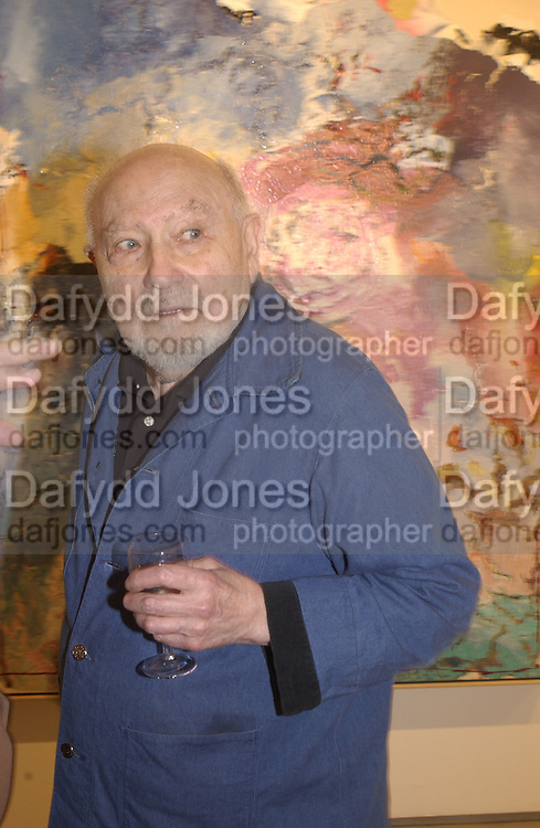 Jules Olitsky. Jules Olitski's 80the birthday. Bernard Jacobson. 19 March 2002. © Copyright Photograph by Dafydd Jones 66 Stockwell Park Rd. London SW9 0DA Tel 020 7733 0108 www.dafjones.com