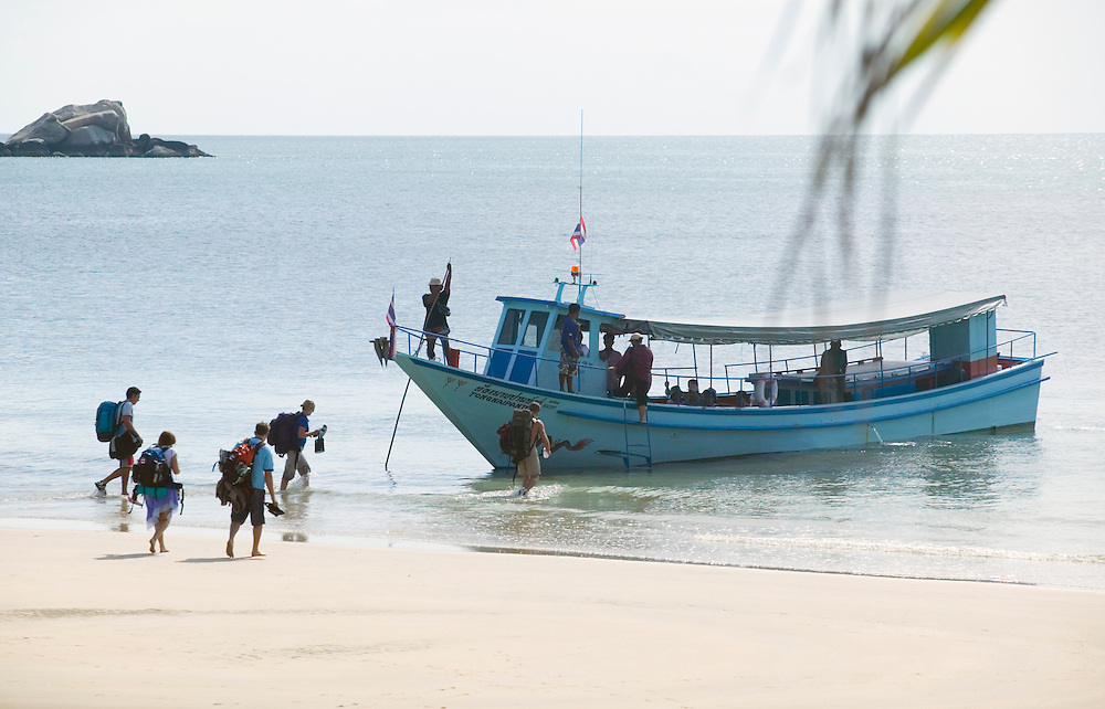 Ferry boat picking up tourists on a beach Ko (Koh) Phangnan (Phangan) Gulf of Thailand Thailand&amp;#xA;<br />