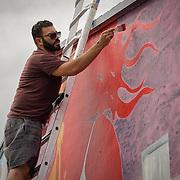 NOVIEMBRE 15, 2015---MIAMI, FLORIDA<br /> Rigo Le&oacute;n, pinta un mural titulado &quot;The Girl from Ipanema&quot; en un edificio de apartamentos de alquiler en el popular vecindario Wynwood en Miami.