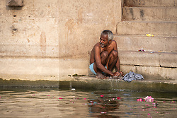 May 18, 2019 - Varanasi, India - On 18 May 2018, an elderly Indian man washes clothes on the banks of the Ganges River, which is considered to be holy and pure in the Hindu religion. Photo taken in the city of Varanasi, India. (Credit Image: © Diego Cupolo/NurPhoto via ZUMA Press)