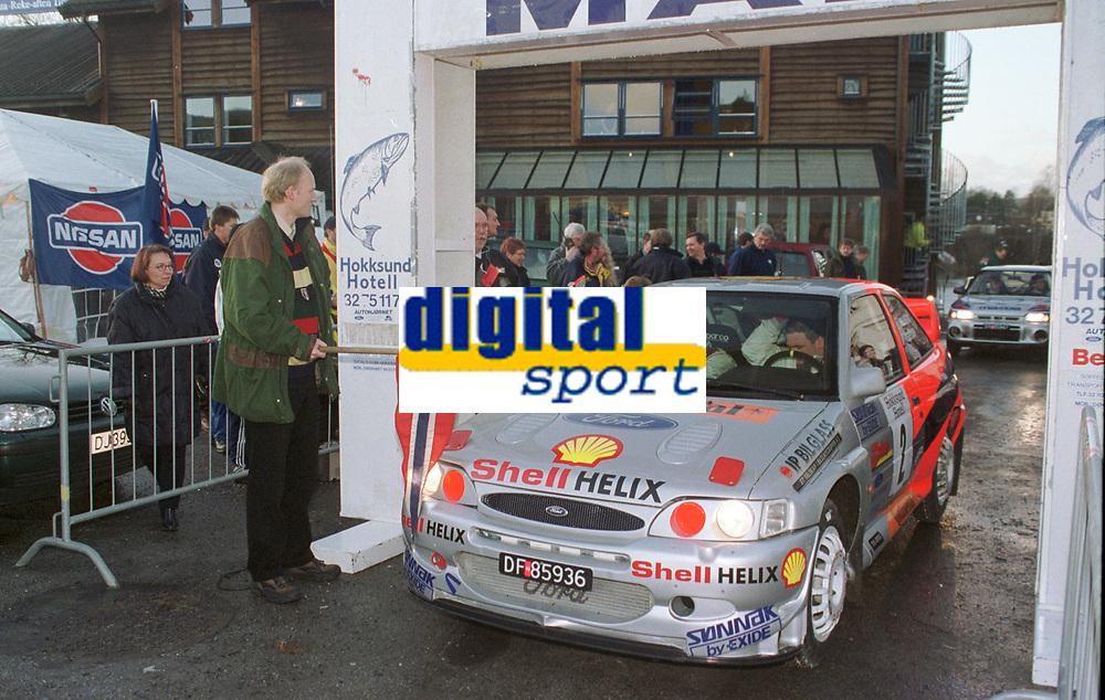 Motorsport. Henning Solberg og Runar Pedersen klare til start med sin Ford Escort Cosworth WRC. Foto: Digitalsport, Jan A. Holshagen