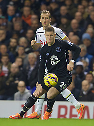 LONDON, ENGLAND - Sunday, November 30, 2014: Everton's Ross Barkley in action against Tottenham Hotspur during the Premier League match at White Hart Lane. (Pic by David Rawcliffe/Propaganda)