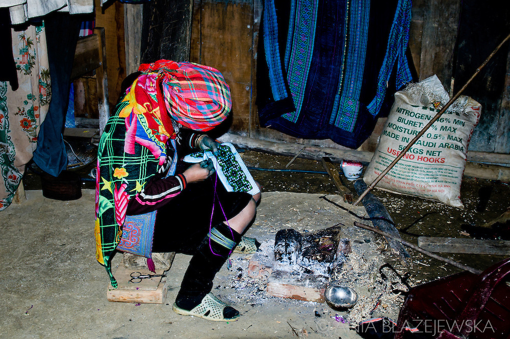 Vietnam, Sapa. Hmong woman weaving with natural dyes.