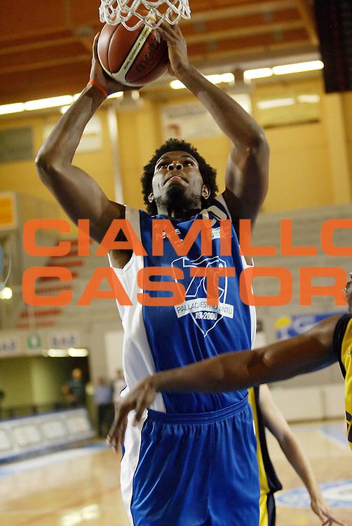 DESCRIZIONE : Castelletto Ticino Lega A1 2006-07 Trofeo Evince Pallacanestro Cantu Ignis Castelletto Ticino<br /> GIOCATORE : Williams <br /> SQUADRA : Pallacanestro Cantu <br /> EVENTO : Campionato Lega A1 2006-2007 Trofeo Evince <br /> GARA : Pallacanestro Cantu Ignis Castelletto Ticino <br /> DATA : 12/09/2006 <br /> CATEGORIA : Tiro <br /> SPORT : Pallacanestro <br /> AUTORE : Agenzia Ciamillo-Castoria/G.Cottini <br /> Galleria : Lega Basket A1 2006-2007 <br /> Fotonotizia : Castelletto Ticino Campionato Italiano Lega A1 2006-2007 Trofeo Evince Pallacanestro Cantu Ignis Castelletto Ticino <br /> Predefinita :