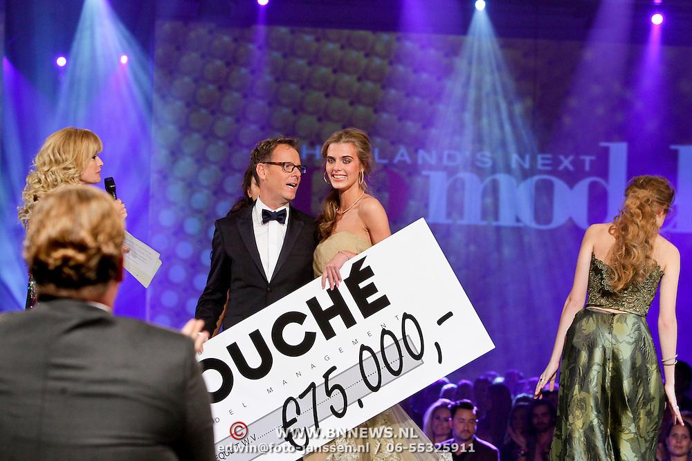 NLD/Hilversum/20111114 - Finale Holland Next Topmodel 2011, winnares Tamara Slijkhuis