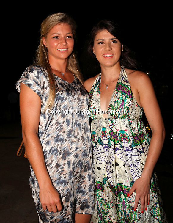 Pattaya Open 2012,WTA Tennis Turnier, International Series,. Dusit Resort in Pattaya,Thailand,Players Party,. L-R. Maria Kirilenko (RUS) und Sorana Cirstea (ROU),Halbkoerper,Hochformat,