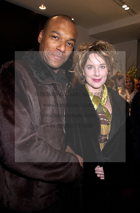 Actor COLIN SALMON and his partner FIONA HAWTHORNE, at a party in London on 1st November 2000.OIP 84
