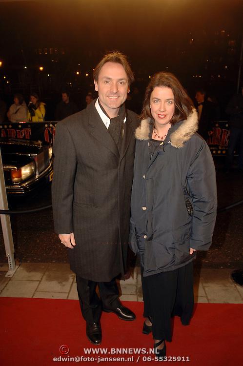 NLD/Amsterdam/20060214 - Premiere musical Cabaret, Hugo Haenen en partner Anke Knottenbelt