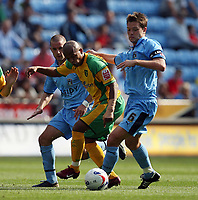 Photo: Rich Eaton.<br /> <br /> Coventry City v Norwich City. Coca Cola Championship. 09/09/2006. Robert Earnshaw of Norwich can't get past the Coventry defence