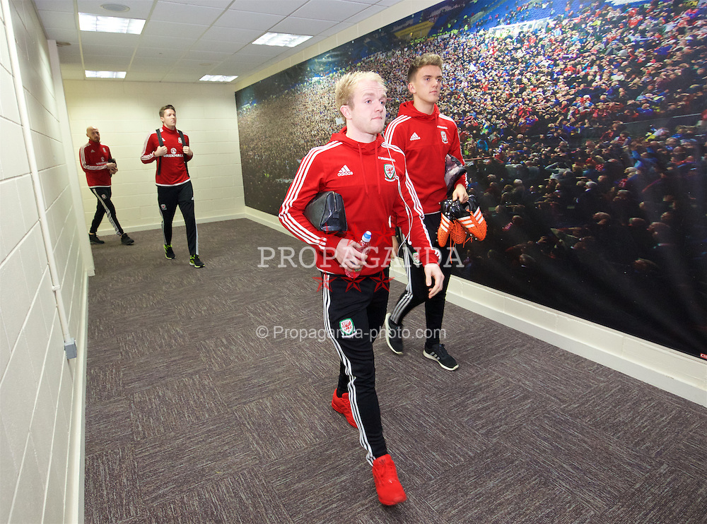 CARDIFF, WALES - Friday, November 13, 2015: Wales' Jonathan Williams and Emyr Huws arrive at the stadium ahead of the International Friendly match against the Netherlands at the Cardiff City Stadium. (Pic by David Rawcliffe/Propaganda)