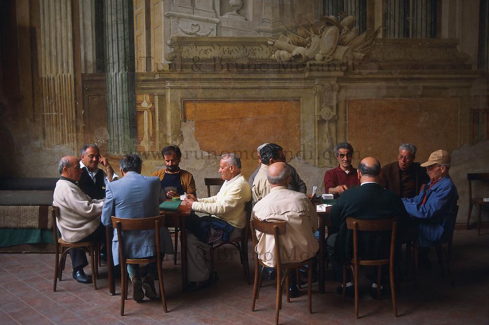 Italie, Campanie, Golfe de Naples, Sorrento, joueur de carte // Italie, Campania, Sorrento, Gulf of Naples, card players