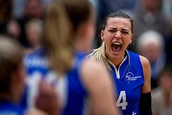 /28-04-2018 NED: Alterno - Sliedrecht Sport, Apeldoorn<br /> De spanning is volledig terug in de best-of-five serie om de landstitel bij de vrouwen. Coolen-Alterno won vanavond in eigen huis met 3-2 van regerend landskampioen Sliedrecht Sport en trok daarmee de stand gelijk: 1-1 / Lea van Rooijen #4 of Sliedrecht Sport
