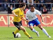 27-05-2007: Voetbal: VVV Venlo - RKC Waalwijk: Venlo<br /> RKC Waalwijk is gedegradeerd naar de Jupiler League.<br /> Tarik Sektioui in duel met Niels Fleuren<br /> foto : Geert van Erven
