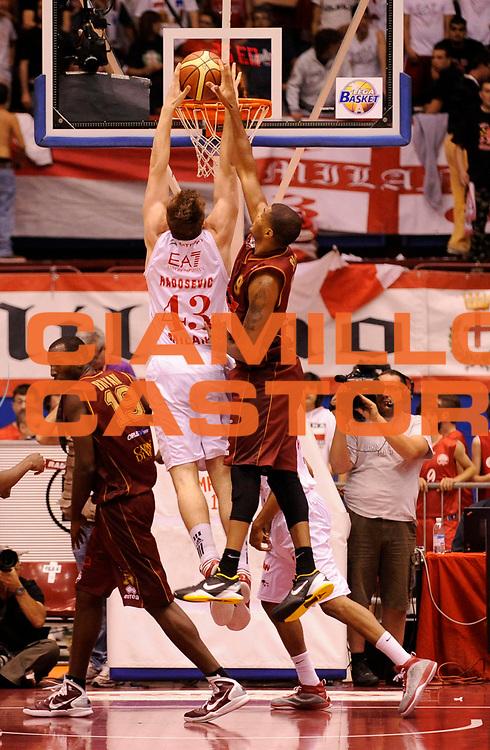 DESCRIZIONE : Milano Lega A 2011-12 EA7 Olimpia Milano Vs Umana Reyer Venezia<br /> GIOCATORE : Radosevic Leon<br /> CATEGORIA : Schiacciata Controcampo<br /> SQUADRA : EA7 Olimpia Milano <br /> EVENTO : Campionato Lega A 2011-2012 Play Off Quarti (Gara1)<br /> GARA : EA7 Olimpia Milano Vs Umana Reyer Venezia <br /> DATA : 18/05/2012<br /> SPORT : Pallacanestro <br /> AUTORE : Agenzia Ciamillo-Castoria/A.Giberti<br /> Galleria : Lega Basket A 2011-2012 <br /> Fotonotizia : Milano Lega A 2011-12 EA7 Olimpia Milano Vs Umana Reyer Venezia Play Off Quarti (Gara1)<br /> Predefinita :