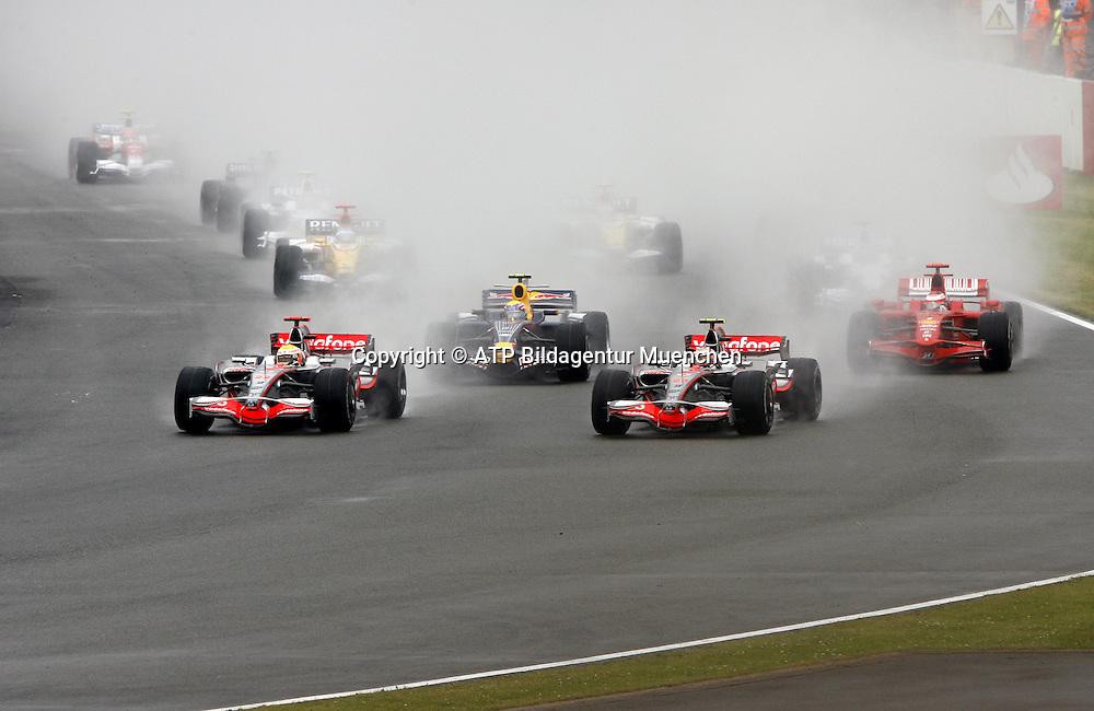 Start of the British GP in the rain - Race start in England  - up front Lewis Hamilton and Heikki KOVALEINEN (McLaren) ahead of Kimi Raikkonen (Ferrari) and Mark WEBBER (Red BULL car) Formula 1, British GP, Silverstone, England. 6 july 2008. Photo: ATP/PHOTOSPORT