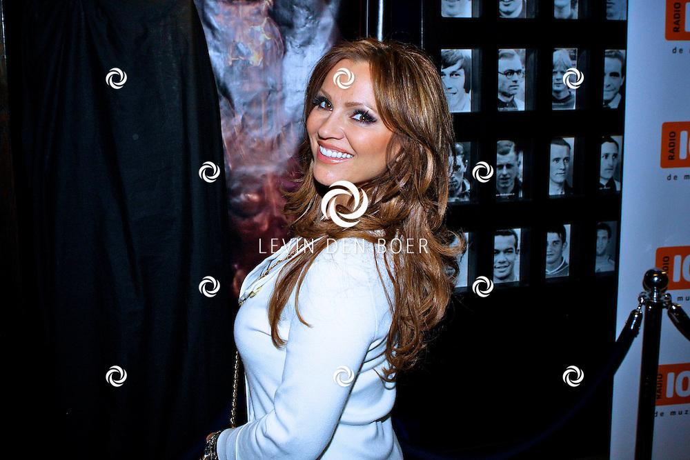 AMSTERDAM - Na het grote Toppers concert mochten de VIPS over de rode loper naar het VIP feest.  Met op de foto Met op de foto Tatjana Simic. FOTO LEVIN DEN BOER - PERSFOTO.NU
