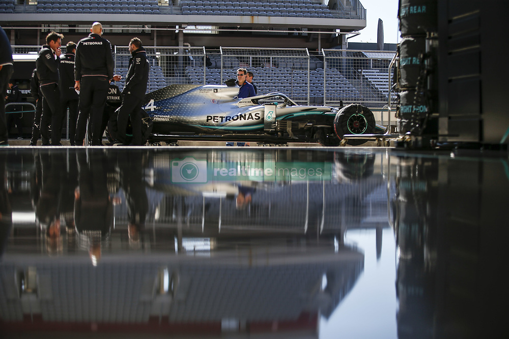 October 31, 2019, Austin, United States of America: Motorsports: FIA Formula One World Championship 2019, Grand Prix of United States, ..Mechanic of Mercedes AMG Petronas Motorsport  (Credit Image: © Hoch Zwei via ZUMA Wire)