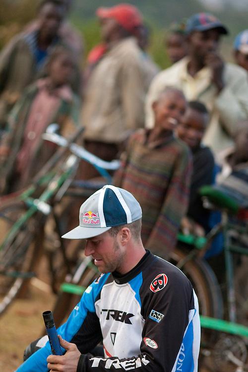 Location: Mont Kenya (Kenya) Urge Kenya 09/ The ultimate Mountain Bike gravity adventure at Mont-Kenya Athlete: Rene Wildhaber after the race pack his bike at Nanyuki