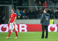 30.05.2014, Tivoli Stadion, Innsbruck, AUT, Fussball Testspiel, Oesterreich vs Island, im Bild (v.l.) Florian Klein (AUT), Trainer Marcel Koller (AUT) // Florian Klein (AUT) (L) Trainer Marcel Koller (AUT) ( R ) disappointed during the International Friendly between Austria and Iceland at the Tivoli Stadion in Innsbruck, Austria on 2014/05/30. EXPA Pictures © 2014, PhotoCredit: EXPA/ Johann Groder