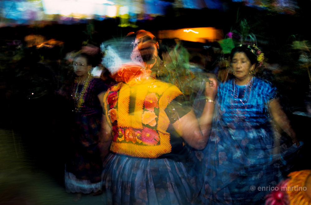 "Salina Cruz, barrio"" La Hormiga. Vela, with traditional dances (""sones"") with skirts and huipiles. Many times the Tehuanas dances without men."