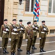LUX/Luxemburg/20190504 - Funeral of HRH Grand Duke Jean/Uitvaart Groothertog Jean, Vaandeldrager met de Luxemburgse vlag