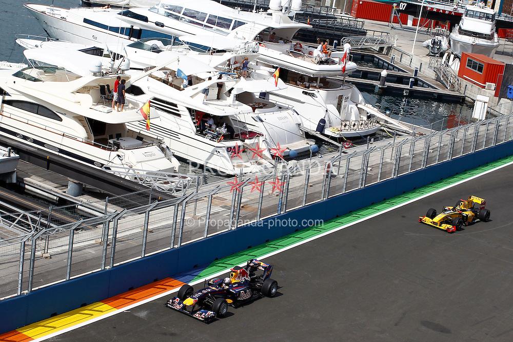Motorsports / Formula 1: World Championship 2010, GP of Europe, 05 Sebastian Vettel (GER, Red Bull Racing), 11 Robert Kubica (POL, Renault F1 Team),
