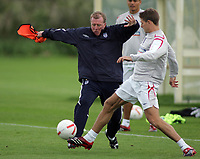 Photo: Paul Thomas.<br /> England training at Carrington. 30/08/2006. <br /> <br /> <br /> Steve McClaren (L) and Steven Gerrard.
