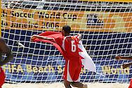 Footbal-FIFA Beach Soccer World Cup 2006 -BHR x NGA - Hassan It loads the flag of its country- Rio de Janeiro, Brazil - 01/11/2006.<br />Mandatory Credit: FIFA/Ricardo Ayres