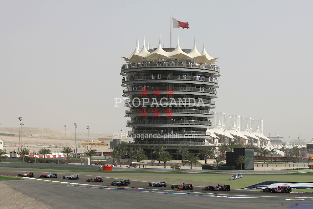 SAKHIR, BAHRAIN - Sunday, April 26, 2009: The cars at the start of  the Bahrain Grand Prix at the Bahrain International Circuit. (Pic by Michael Kunkel/Hoch Zwei/Propaganda)