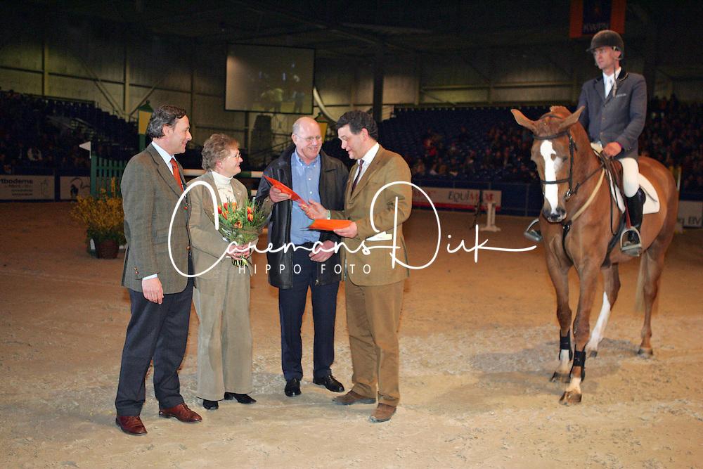 FSP - Uminea C<br /> De Heer en Mevrouw Bosgoed, Egbert Schep, Paul Hendrix<br /> KWPN Hengstenkeuring - 's Hertogenbosch 2005<br /> Photo &copy; Hippo Foto