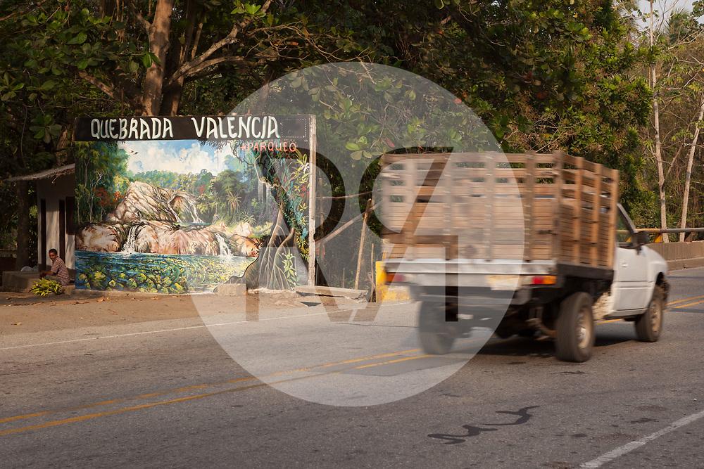 KOLUMBIEN - QUEBRADA VALENCIA - Tafel neben der Strasse bei Quebrada Valencia - 09. April 2014 © Raphael Hünerfauth - http://huenerfauth.ch