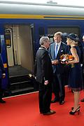Zijne Majesteit Koning Willem Alexander en Hare Majesteit Koningin M&aacute;xima bezoeken de provincie Noord-Brabant <br /> <br /> His Majesty King Willem Alexander and M&aacute;xima Her Majesty Queen visits the province of Noord-Brabant<br /> <br /> Op de foto / On the photo:   Vertrek Koninklijke trein naar Oisterwijk<br /> <br /> Royal train departure to Oisterwijk