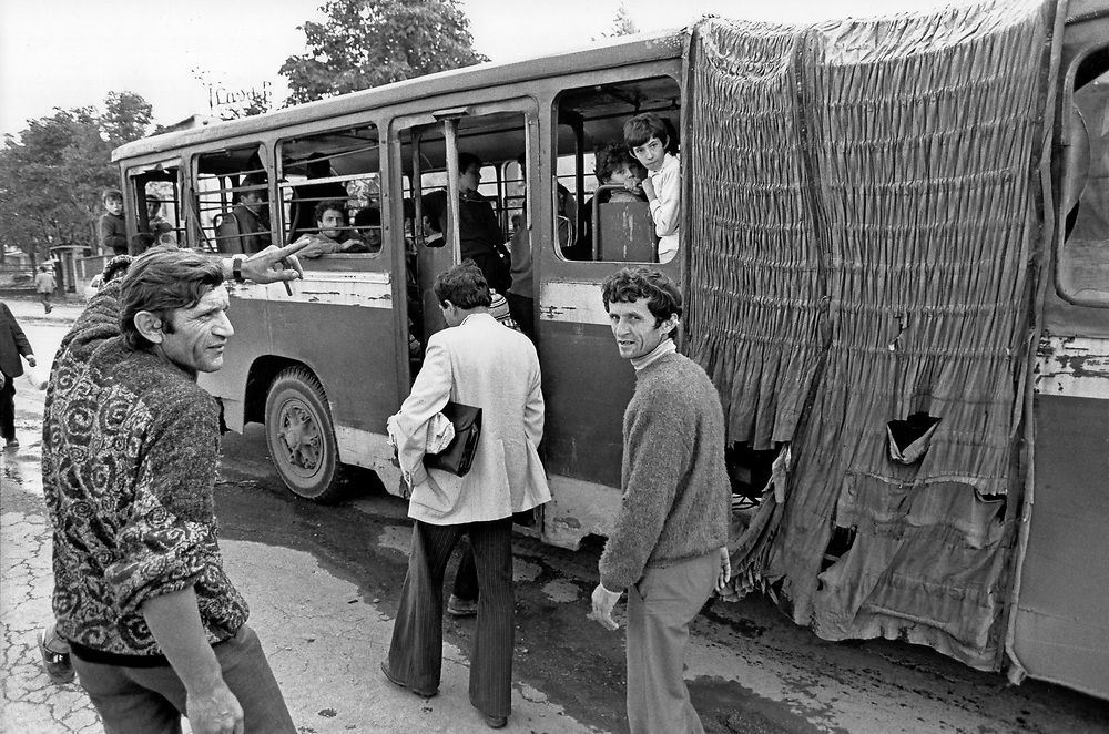 ALBANIA - Albanien - 1991 - Transition from communism to democracy; Street scene in Tirana - Public transport ...  10/1991; © Christian Jungeblodt